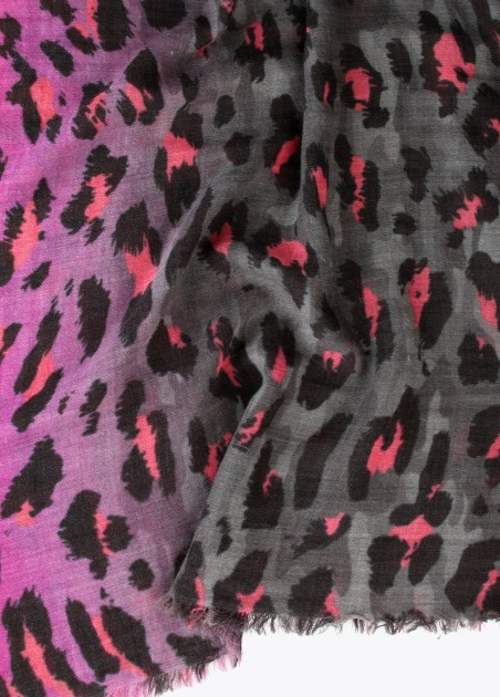 Chal leopardo degradado fucsia, estampado 2