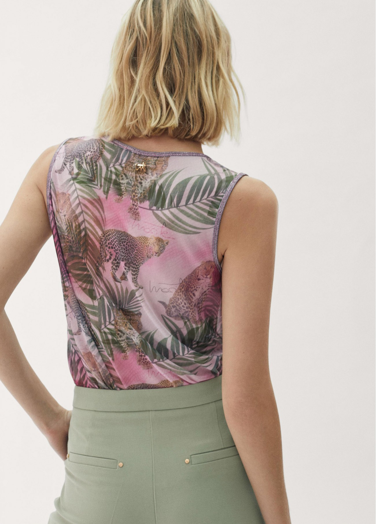 Top tropical print ribetes plateados