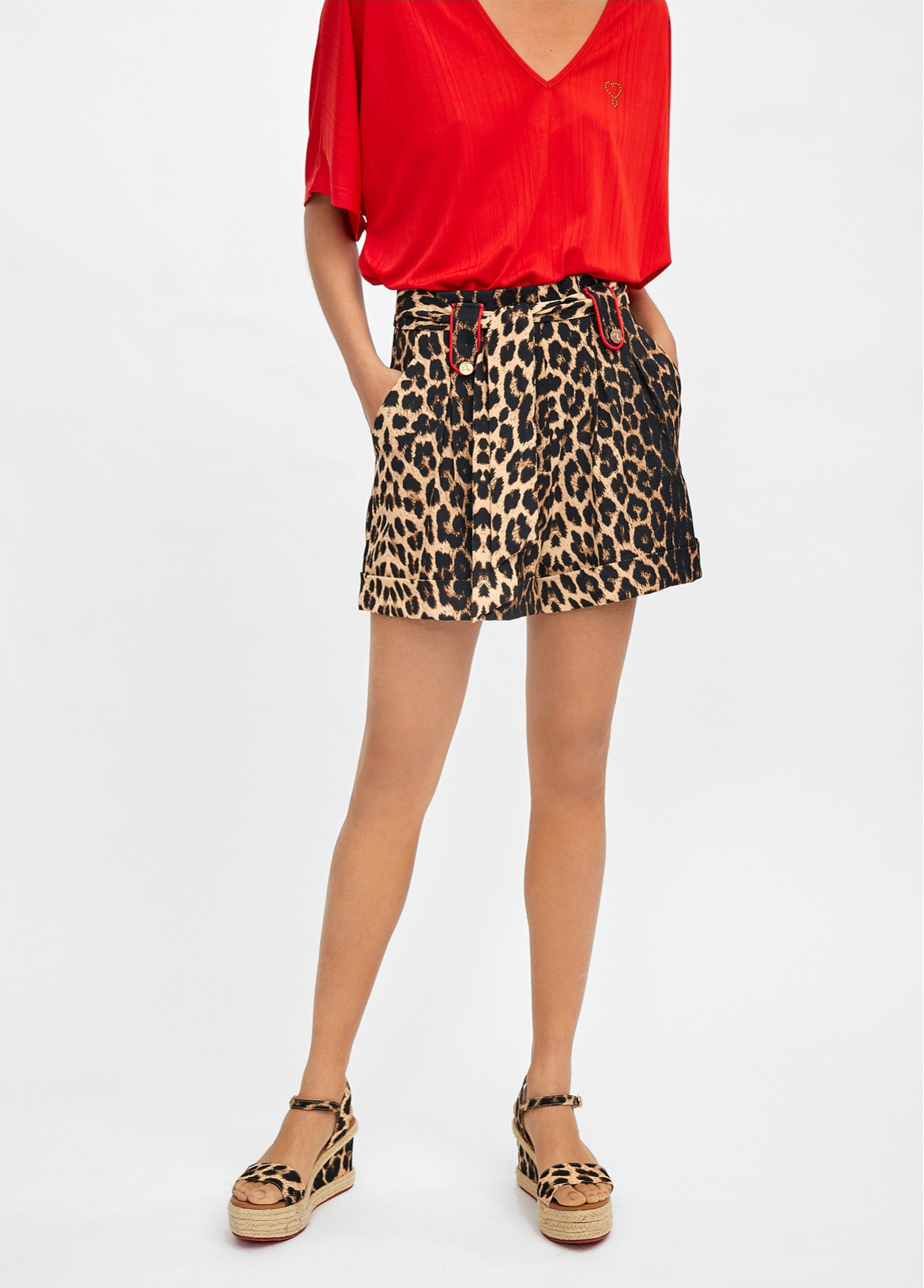Short animal print ribetes rojo