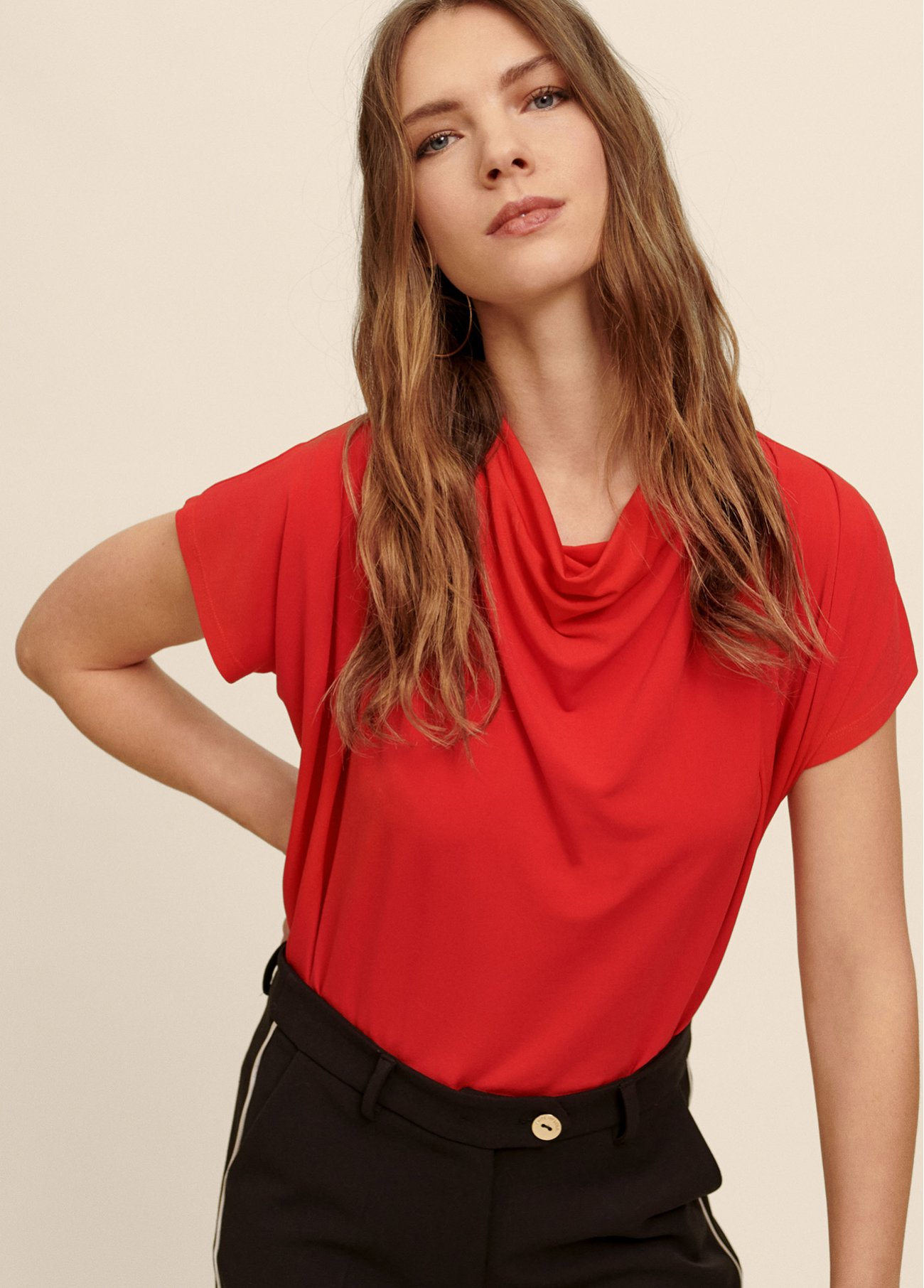 Flowing T-shirt with a loose-fitting hig