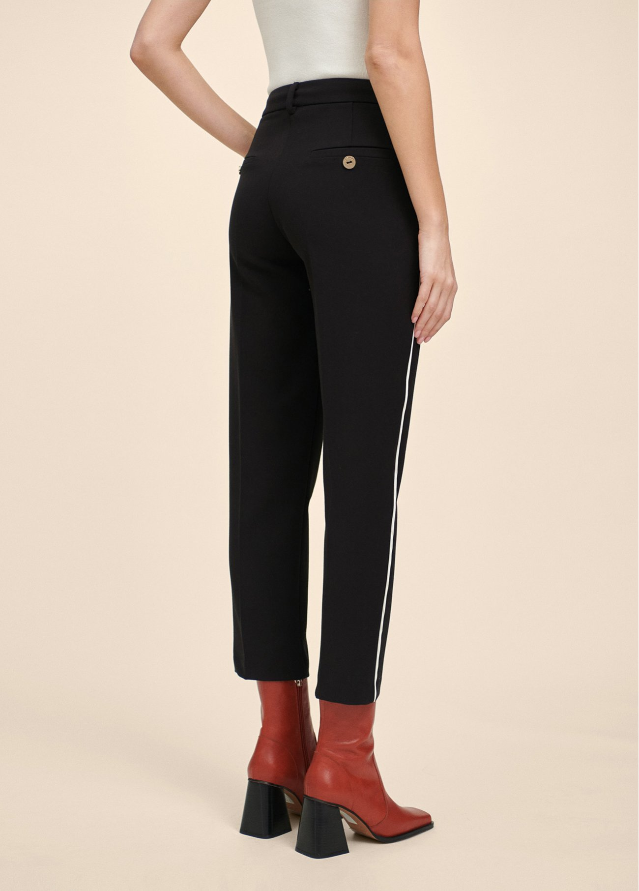 Trousers with contrast piping details