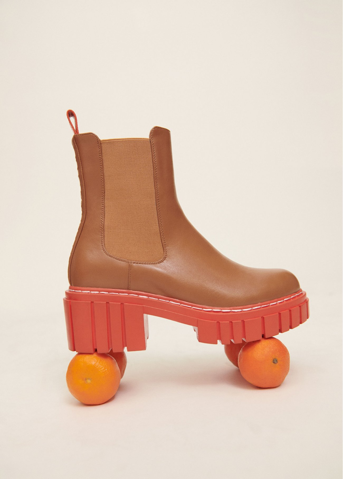 Kamel ankle boot with orange sole