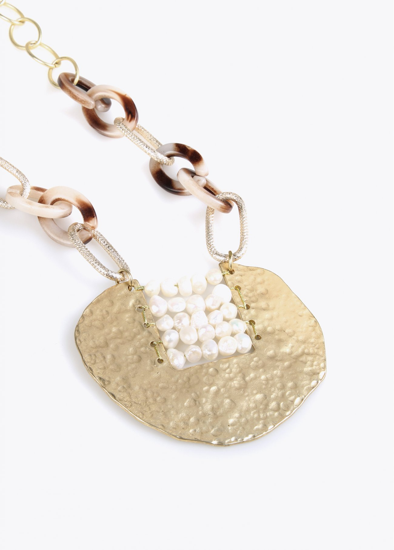 Necklace with pearls gold pc pendant