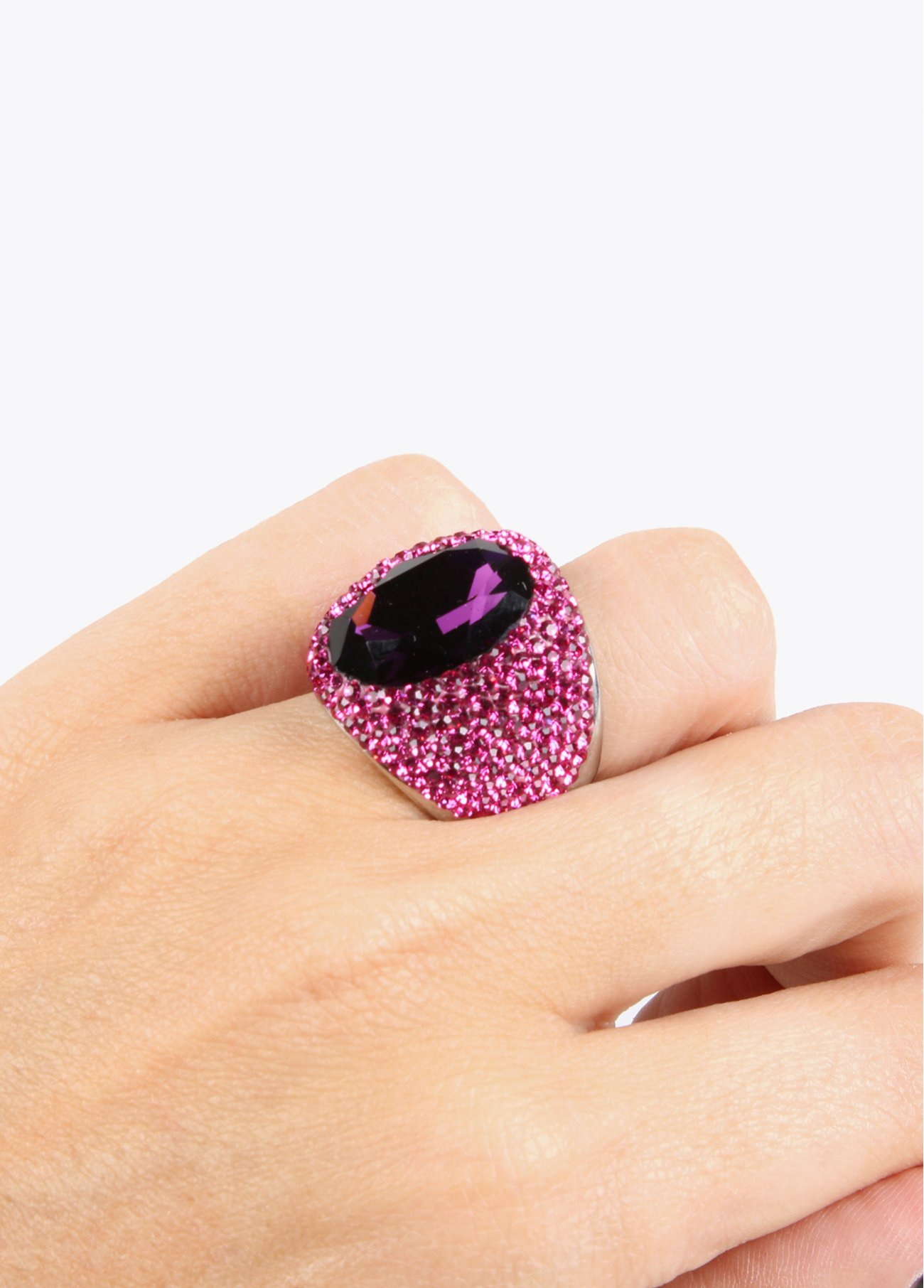 Crystal stones ring with big centered st