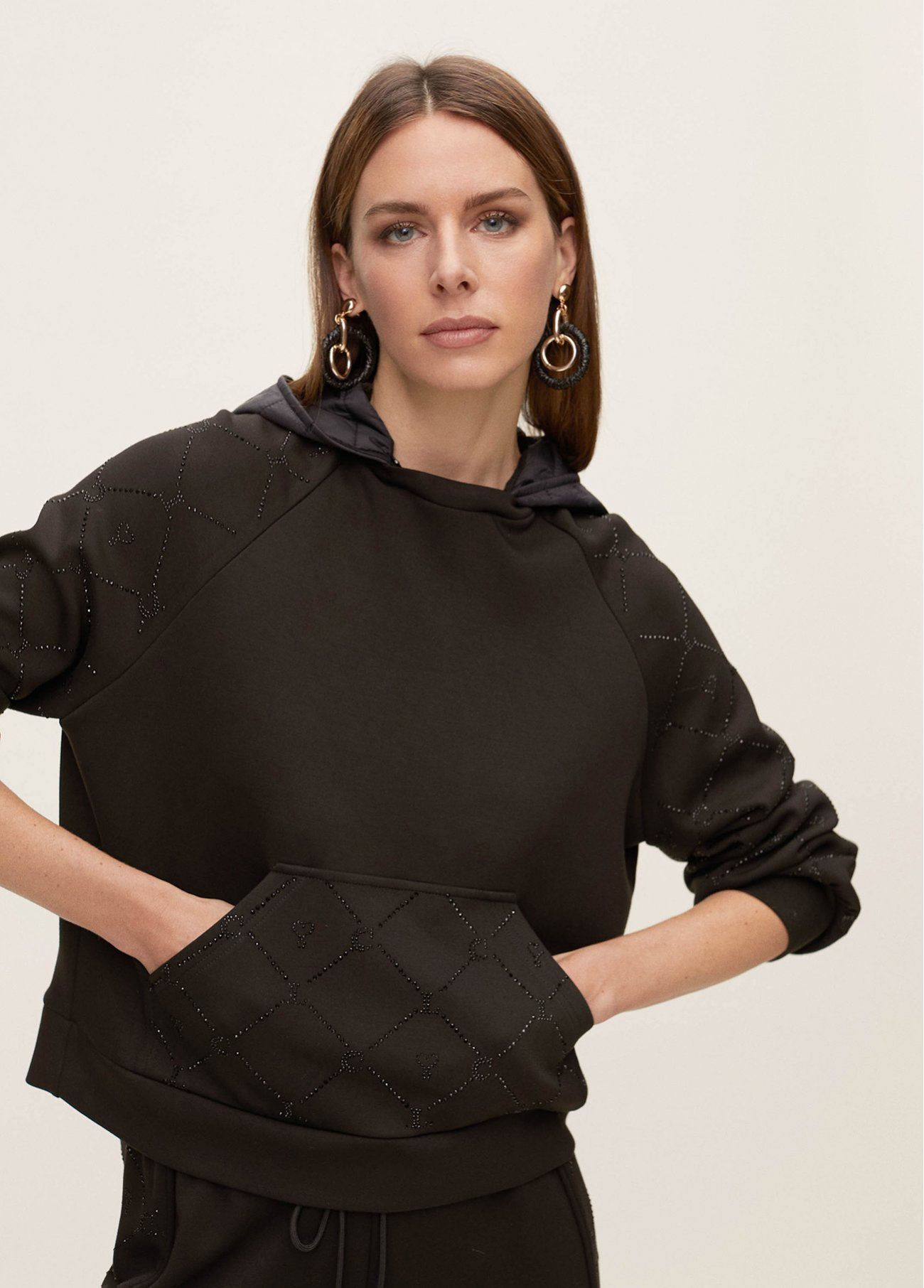 Detachable hoodie with front strass deco