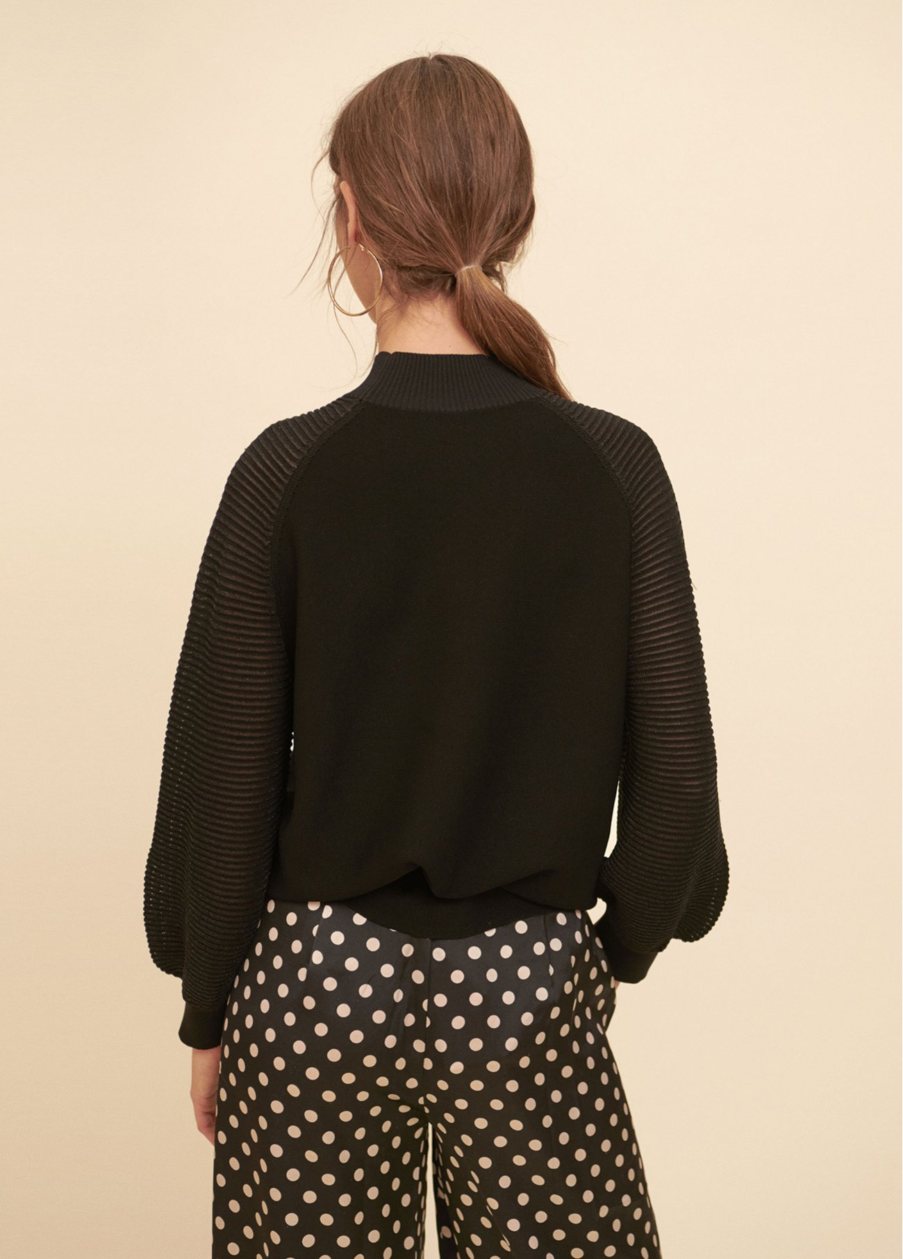 Pull over with puffy sleeves deco