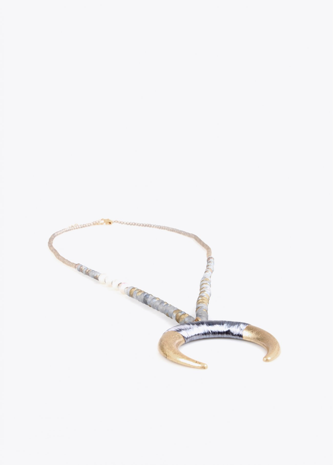 Long necklace with grey horn and golden