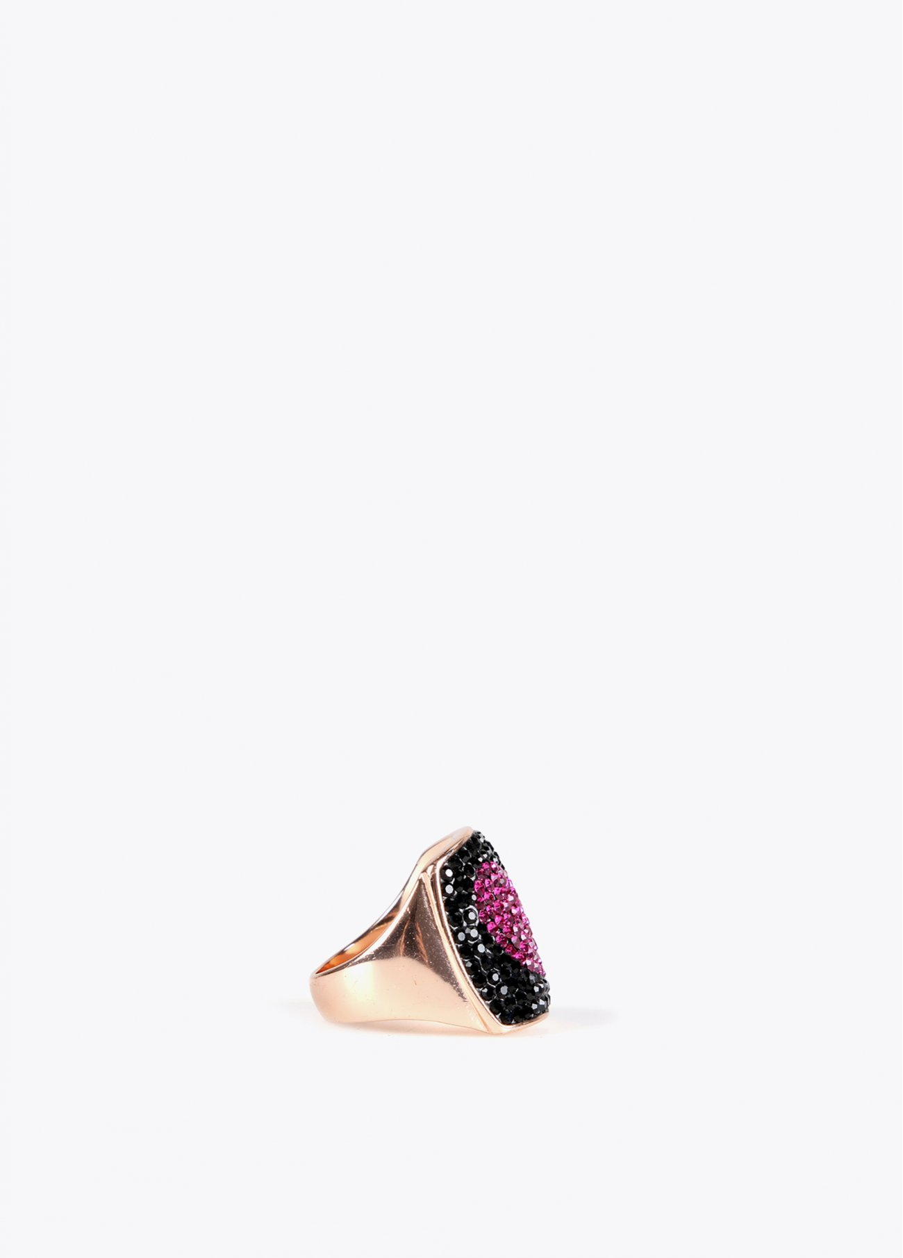 Ring with sparkling fuchsia heart