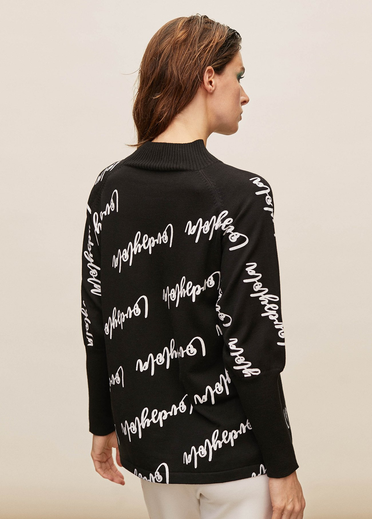 Logo printed pull over