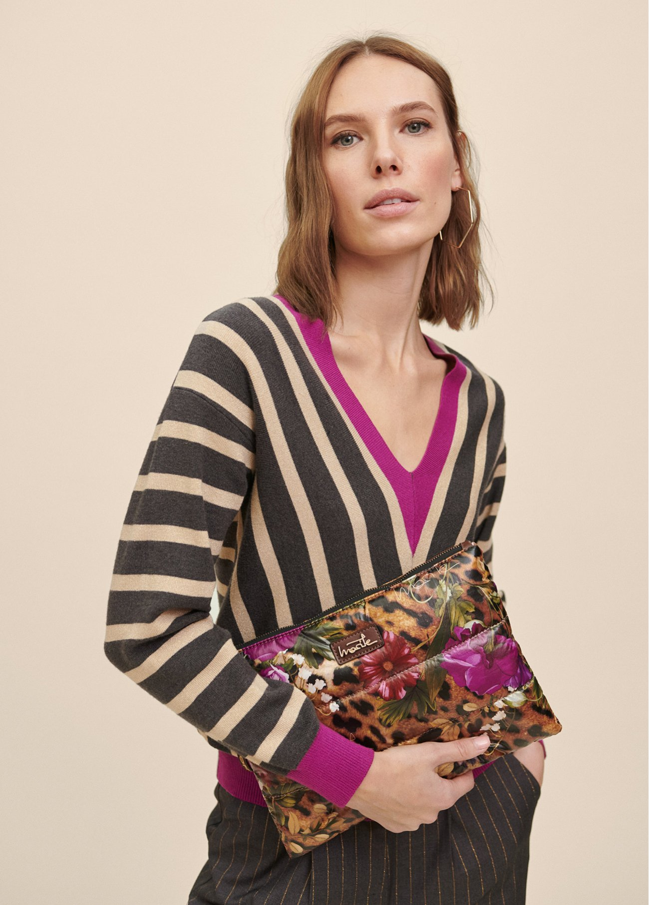VNECK PULL OVER WITH DIAGONAL STRIPES